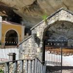 Bajando por el Puente al Santuario de La Cueva