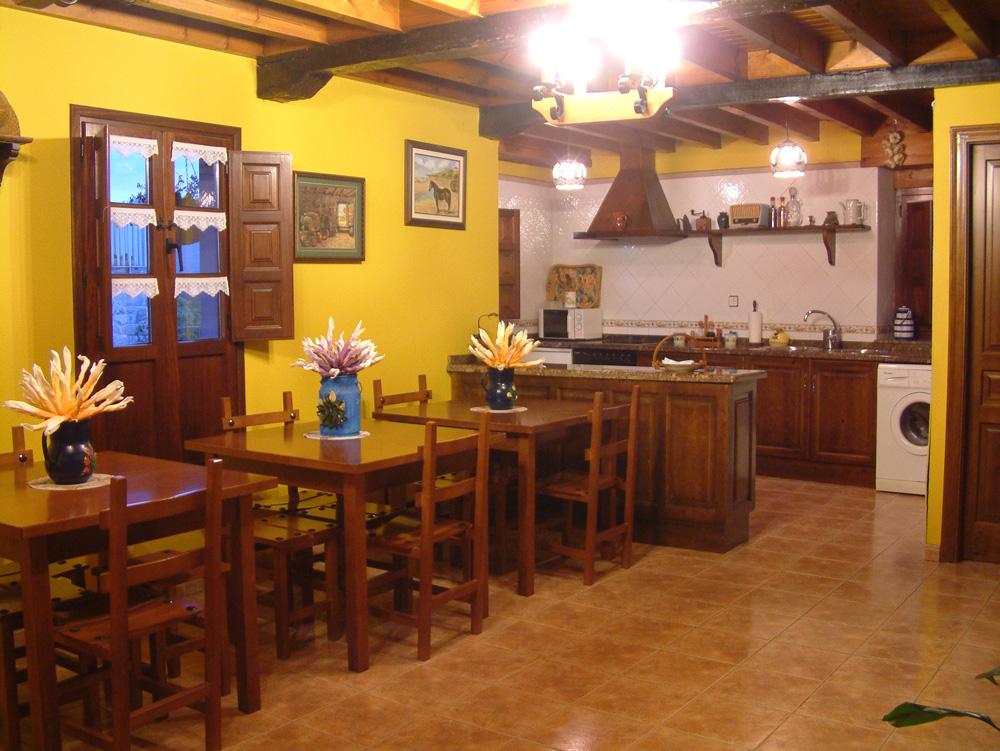 El conventu en fotos casa rural el conventu for Cocina comedor salon